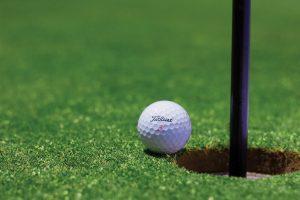 Césped para golf: exigencias, métodos de implantación y ventajas
