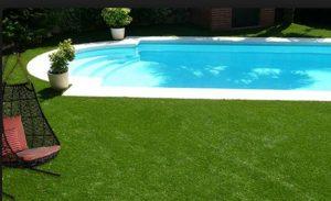 5 razones para instalar césped artificial alrededor de la piscina